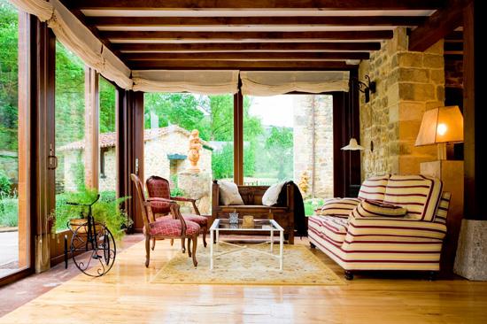 Home & Garden Living